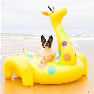 Sunnylife luxe giraffe float